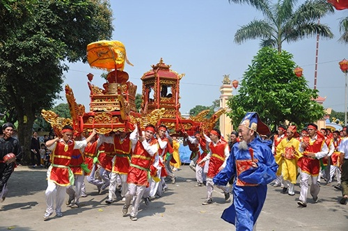 Lễ hội dân gian và sự phát triển du lịch