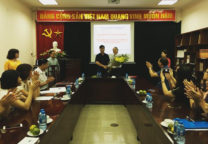 Lễ Công bố và trao Quyết định kéo dài thời gian  giữ chức vụ Tổng Biên tập Tạp chí Khoa học xã hội Việt Nam